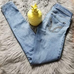 ,Hollister women Jean's,  size. 1R. 25/29.